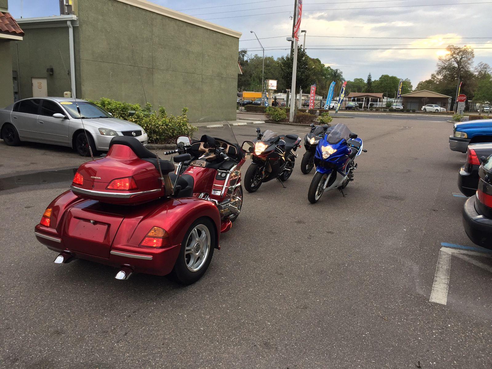 Trike Motorcycle vs Sport Bikes